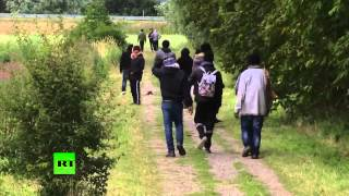 Coquelles France  city photo : Les migrants de Calais convergent vers le terminal de Coquelles