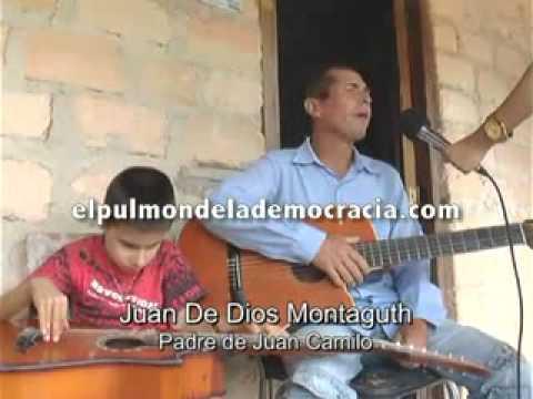 Niño discapacitado que toca guitarra y canta como todo un profesional