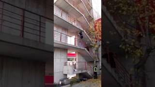 Bombero Madrid escalando por fachada
