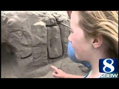 這玩11歲小男孩在玩沙時竟然挖出「被活埋的5歲小女生」,結果他在一秒內做出的行為讓大人都驚嘆!