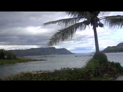 Naturspektakel und heroische Duelle am Toba-See