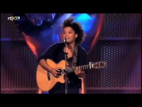 julia - Toegift van Julia van der Toorn @ The Voice Of Holland, Blind Auditions: Empire State Of Mind - Part II Broken Down ('New York') Julia van der Toorn, een ste...