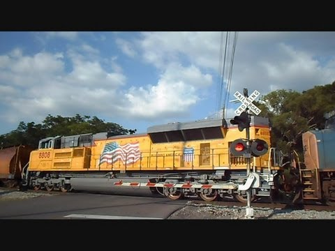 CSX & UNION PACIFIC Train Slams Brakes Hard Going Into Yard