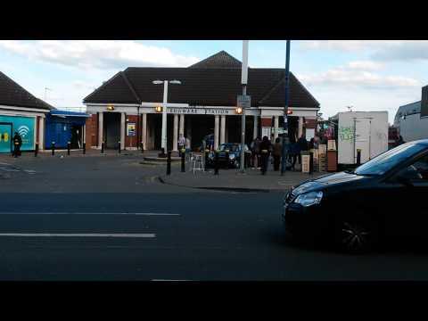 Edgware Station, London. (видео)