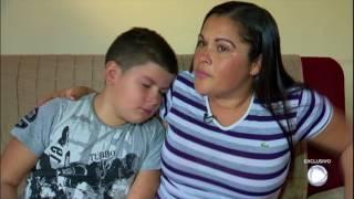 Denivaldo Silva estava com a esposa e o filho dentro do carro quando foi morto a tiros por bandidos com uniformes da Polícia...