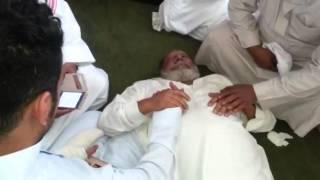 بالفيديو.. رجل يموت بعد ترديده للأذان في السعودية.. والمصلون يهنئون ابنه