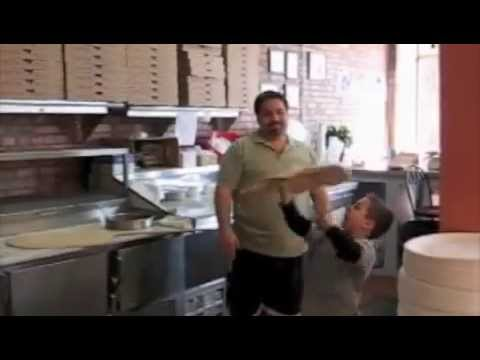 Семилетний жонглер с пиццей