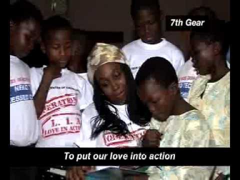 Adiyiah apoyando una campaña de lucha contra el SIDA