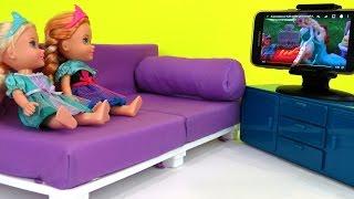 Video At the HOTEL ! Elsa & Anna toddlers make a MESS -  Watching TV - Playing - Vacation Adventure MP3, 3GP, MP4, WEBM, AVI, FLV Oktober 2017