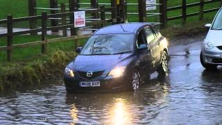 Video vehicles crossing a flooded ford 2016 - river crossing MP3, 3GP, MP4, WEBM, AVI, FLV Juli 2019