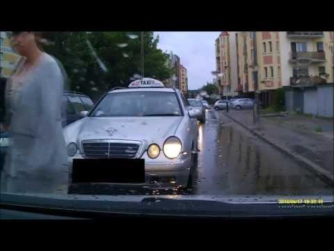 Bydgoszcz. Agreswny taksówkarz w natarciu