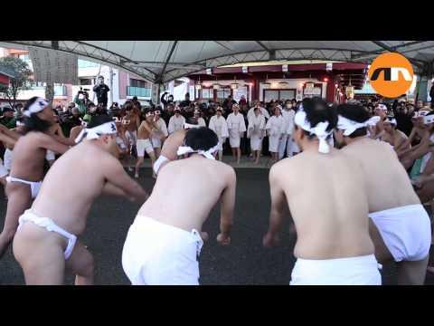 Japanese New Year Ice Bath 2014 (видео)