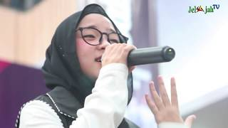 Download Video SUJUD SYUKUR NISSA SABYAN MENAHAN HARU DI KONSER KEMENANGAN YA MAULANA MP3 3GP MP4