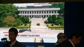 12 mật vụ chạy theo xe Mercedes limousine chở nhà lãnh đạo Kim Jong-ủn