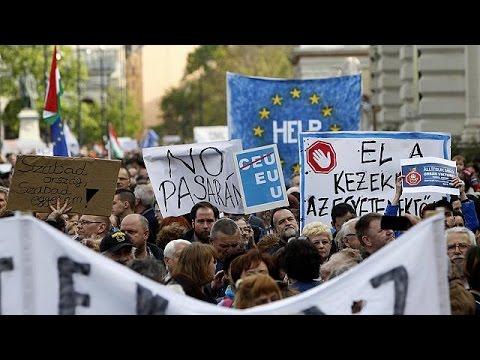 Ογκώδης αντικυβερνητική διαδήλωση στη Βουδαπέστη