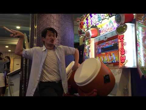 Awesome dude rocks out on Taiko No Tatsujin