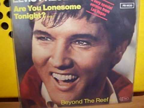 Elvis Presley changes the words to Are You Lonesome Tonight