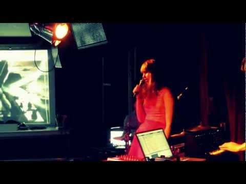 Watch 'gloomy dreampop threesome' @MineralBeings live @culdesactilburg #incu12 [video]
