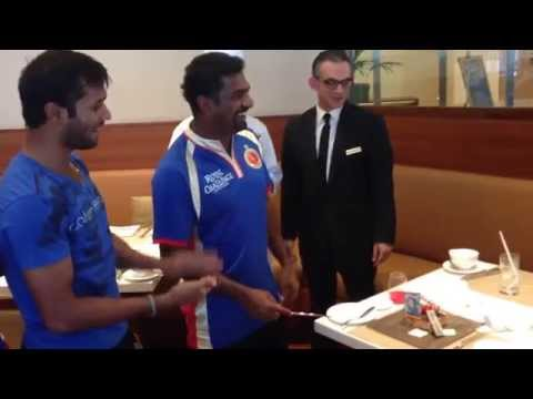 Dilshan, Murali & RCB celebrate after victory against Deccan Chargers