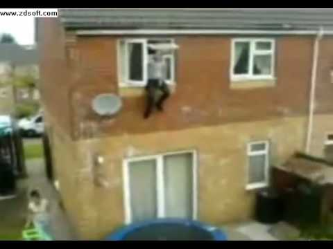 Saltando el Trampolín por la ventana