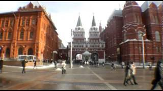 Metrô e a Praça Bonita de Moscou