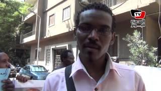 سودانيون يتظاهرون أمام سفارة الخرطوم بالقاهرة لـ«إسقاط نظام البشير»