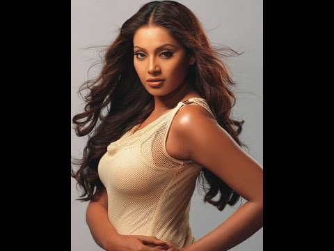 Sexy Bipasha Basu and her Ice Challenge