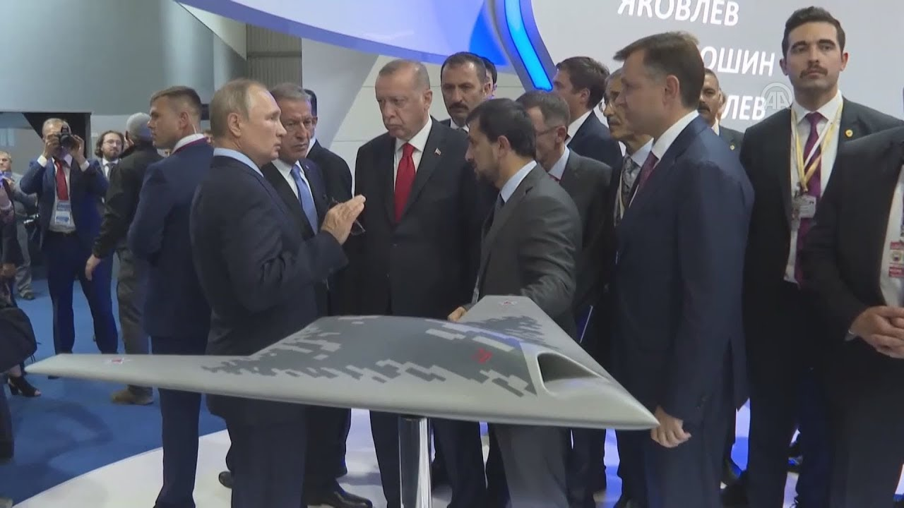 Στο Διεθνές σαλόνι Αεροπορίας και Διαστήματος ξεναγήθηκε από τον Βλάντιμιρ Πούτιν ο Ταγίπ Ερντογάν