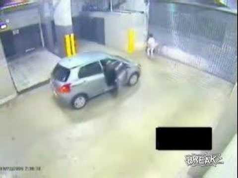 Idiota en el estacionamiento