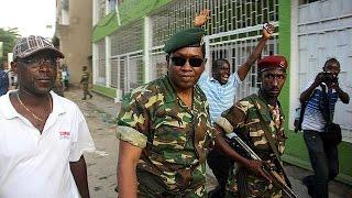 A vaga de contestação contra o presidente do Burundi obtém o apoio de parte dos militares que anunciaram, esta quarta-feira, ter demitido o chefe de estado, ...