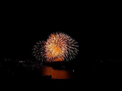 Lo spettacolo dei fuochi d'artificio sull'Isola Comacina