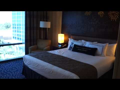 Disneyland Hotel – Adventure Tower – Standard Room Tour