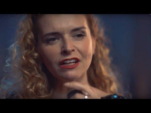 Lenka Nová - Z deště pod okap (Official video)