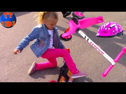 Катаемся на Самокате Едем на прогулку с Куклой Беби Борн в Магазин Игрушек ВЛОГ (видео)