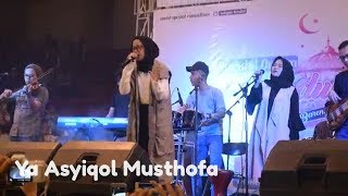Video Ya Asyiqol Musthofa - Nissa Sabyan Gambus | Live in GOR Bahurekso Kendal MP3, 3GP, MP4, WEBM, AVI, FLV Desember 2018