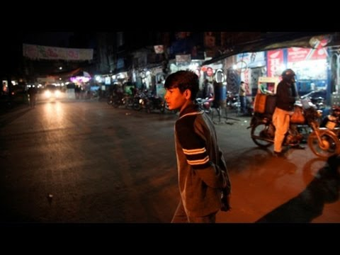 Video A boy fends for himself on the streets of Pakistan download in MP3, 3GP, MP4, WEBM, AVI, FLV January 2017