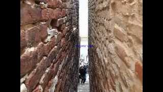 Ripatransone Italy  City new picture : Ripatransone, The narrowest Alley in Italy - Il vicolo più stretto d'Italia (manortiz)