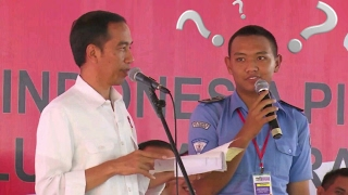 Video Lucu..!! Isengnya Presiden Jokowi Jail Ke Anak SMA Di Bandung Bikin Ketawa Ngakak MP3, 3GP, MP4, WEBM, AVI, FLV April 2019