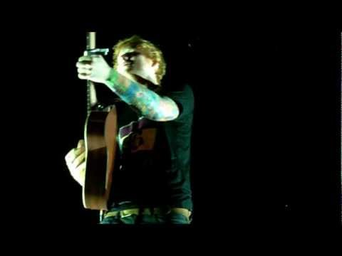 Ed Sheeran - Wake Me Up (Live in Lille - Unplugged)