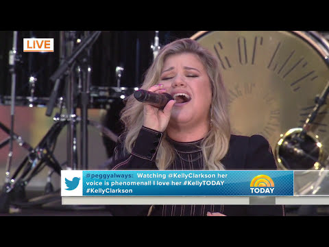Kelly Clarkson - Walk Away (The Today Show)
