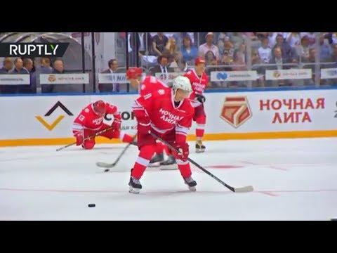 Putin hits the ice & shows off his hockey skills in Sochi (видео)