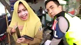 Video Tak Terima Ditilang, Wanita Mengomel: Saya Juga Aparat! MP3, 3GP, MP4, WEBM, AVI, FLV April 2019
