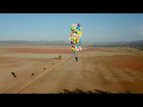 العرب اليوم - شاهد: مغامرة مثيرة بالبلالين فى سماء جنوب أفريقيا