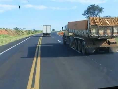 Porque caminhoneiros em algumas circunstancias não dão passagem