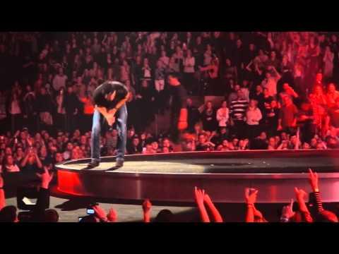 Luke Bryan at MSG NYC Jan 25, 2014 Lady jumps on stage lol