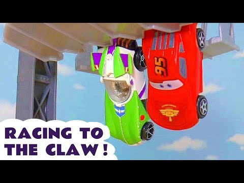 Toy Story 4 Buzz Lightyear vs Hot Wheels Disney Pixar Cars 3 Lightning McQueen Claw Race