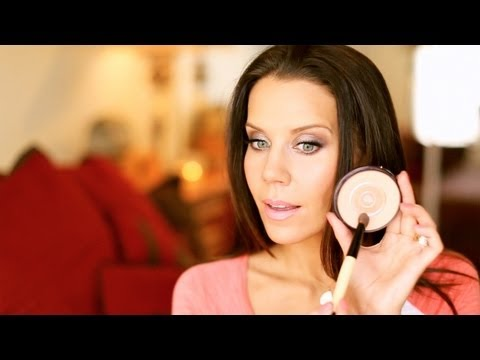 Touchups - [Watch in HD] ... Hey Guys, I've started a new series that you'll be seeing every week ... it's called TIP TUESDAY - this week I share a little powder touch-...