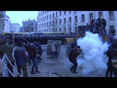 Kiev - Riot police and demonstrators clashed in Kiev after a rally in which opposition leaders called for... euronews, the most watched news channel in Europe Subsc...