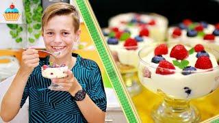 Простой и быстрый Вкуснейший десерт ЯГОДНЫЙ ТИРАМИСУ с кремом Филадельфия по рецепту Семейной кухни. Нежный, воздушный, как облако Тирамису с малиной и голубикой. Итальянский многослойный десерт, в состав которого входят: сыр филадельфия, ягодный сок, ягоды, куриные яйца, сахар и печенье савоярди. Tiramisu Recipe.instagram АНТОНА: antonbutakov100Ингредиенты:для 5 порций:180 гр печенье Савоярди150 мл ягодный сок200 гр сыр Филадельфия2 шт яйцо80 гр сахар150 гр ягоды1 ч.л. сок лимонаКЛАССИЧЕСКИЙ ВАРИАНТ ТИРАМИСУ - Ну, оОчень вкусный десерт - Тирамису шоколадно-ореховый! https://www.youtube.com/watch?v=VEgfHSyOWjIВСЕ ДЕСЕРТЫ СЕМЕЙНОЙ КУХНИ: https://www.youtube.com/playlist?list=PL9BZnBiHjujz4o4z58ZX65W_OaSOofAa1НАШ САЙТ СЕМЕЙНАЯ КУХНЯ с подробным описанием рецепта и фотографиями http://familykuhnya.com/ИНСТАГРАМ: http://instagram.com/familykuhnyaЖдем фото ваших кулинарных шедевров в нашей группе http://vk.com/familykuhnyaНаш новый канал о жизни! HappyLife Family https://www.youtube.com/channel/UCUdHxVVLBD-p9k2b7Fywarg