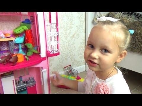 Алиса играет !!! Все хотят жить в доме Барби ! Играем в кукол Entertainment for children (видео)
